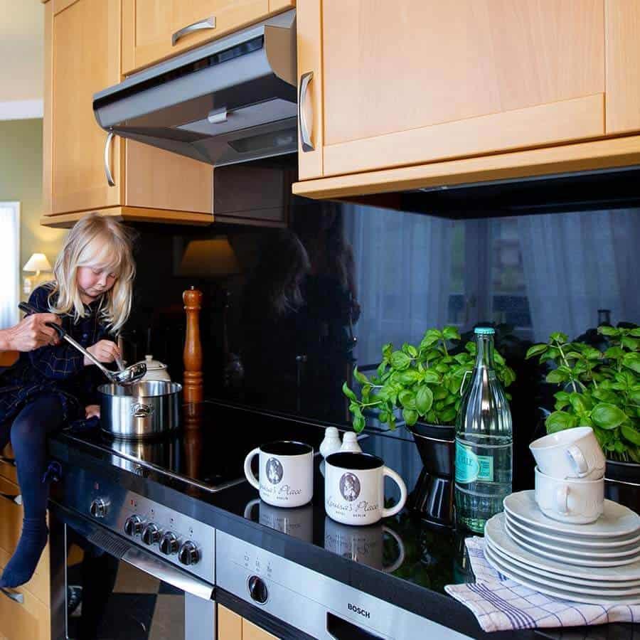 Vollausgestattete Küche der großzügigen Familienzimmer im Louisa's Place Hotel am Kudamm Berlin