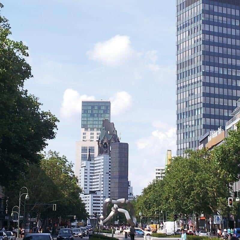 Foto vom Kudamm und der Gedächtniskirche, die nahe Umgebung von Louisa's Place Hotel Berlin