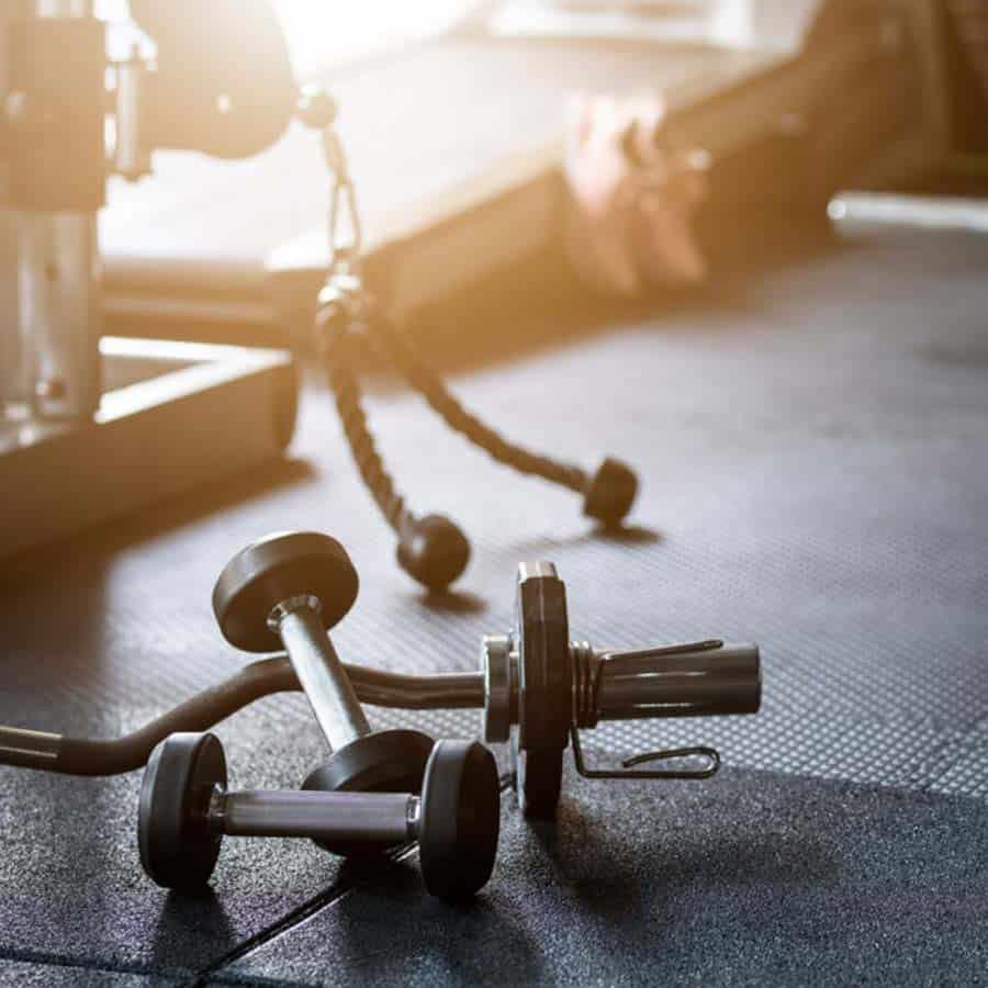Hanteln und Geräte im hauseignen Gym des Louisa's Place Hotel Berlin